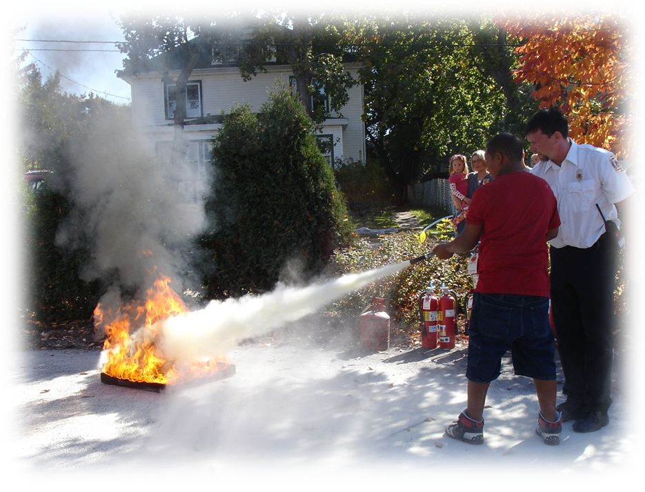 Firefighters train citizens to use fire extinguishers